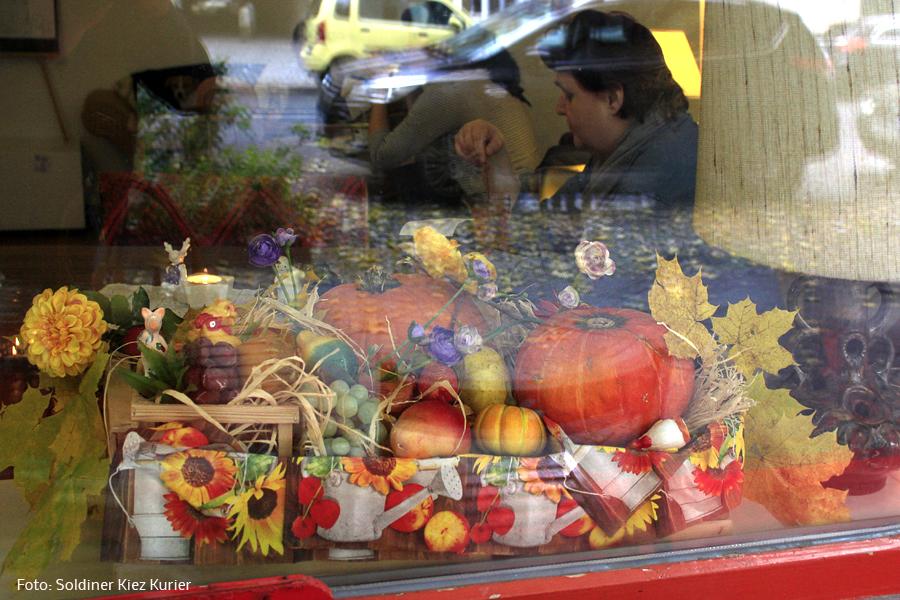 schaufensterdeko herbst soldiner kiez Bielig (2).jpg