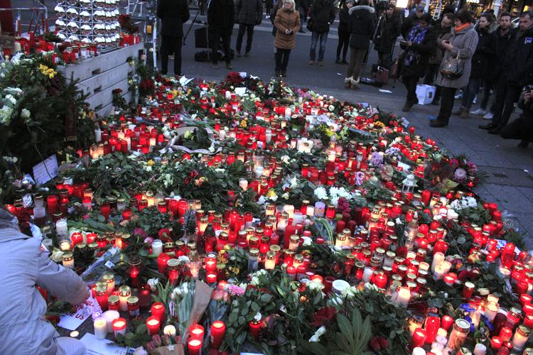Gedenken Opfer Weihnachtsmarkt Berlin (5).jpg