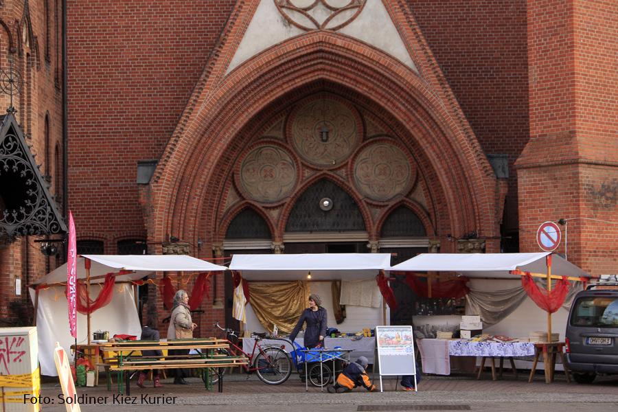 Tauschmarkt-Stefanuskirche Soldiner Kiez.jpg
