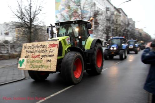 bauerndemo-2017-trecker-konvoi-durch-soldiner-kiez-10
