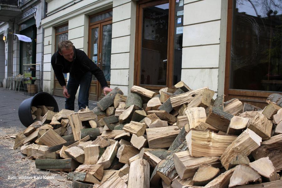 Holzaktion im Kamine und Wein (2)