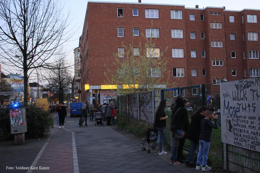 Kids von Dach Baustelle Wilhelm Hauff Schule eingesammelt  (2).jpg