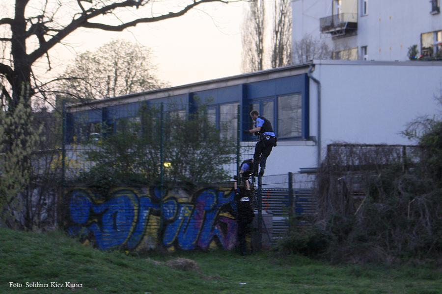Kids von Dach Baustelle Wilhelm Hauff Schule eingesammelt  (3).jpg