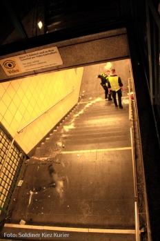Auto fährt in U Bahntunnel bernauer strasse bergung (5)