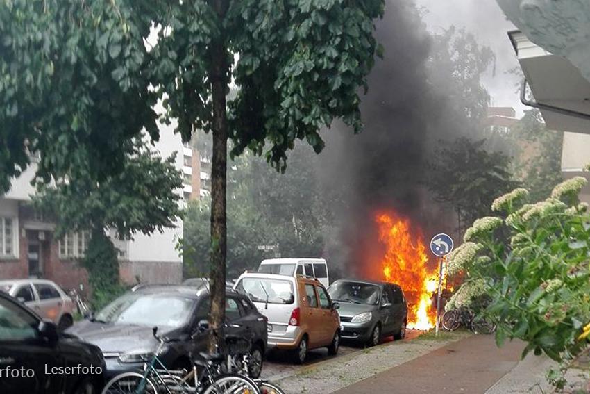 Kleintransporter Zechliner Straße Ecke Stockholmer Straße brannte aus (10)