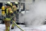 Kleintransporter Zechliner Straße Ecke Stockholmer Straße brannte aus(3)