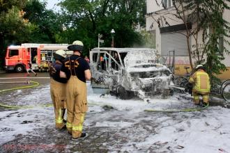Kleintransporter Zechliner Straße Ecke Stockholmer Straße brannte aus (4)