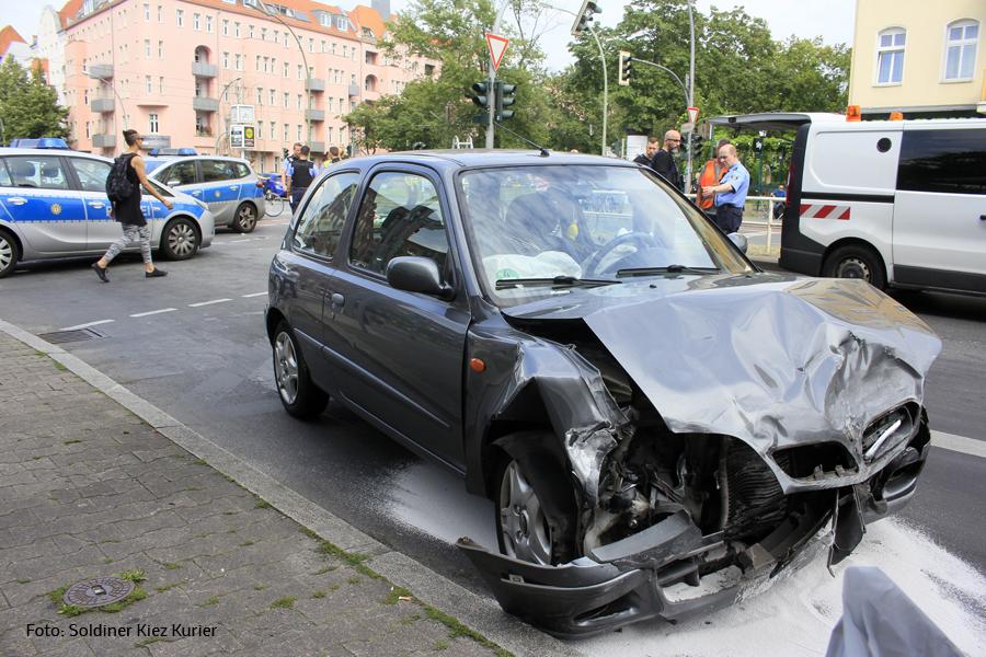 Unfall Kreuzung Osloer Strasse Prinzenallee (3).jpg