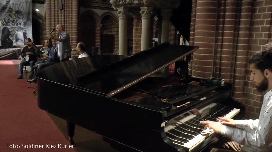 Habibi syrische Musikgruppe spielte in der Stephanuskirche.jpg