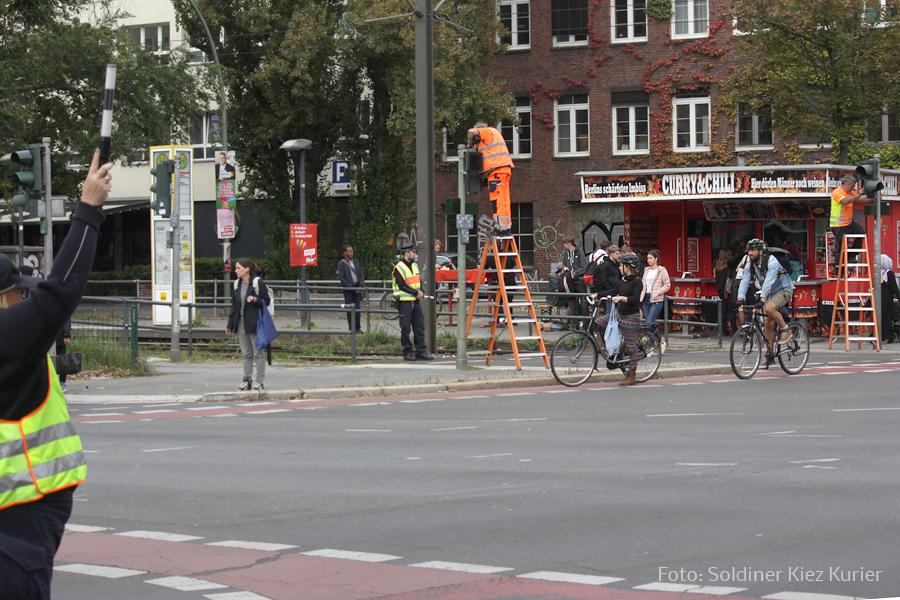 Ampeln Pankstr Ecke Osloer straße Schallgeber für Blinde ausgetaus cht  (5).jpg