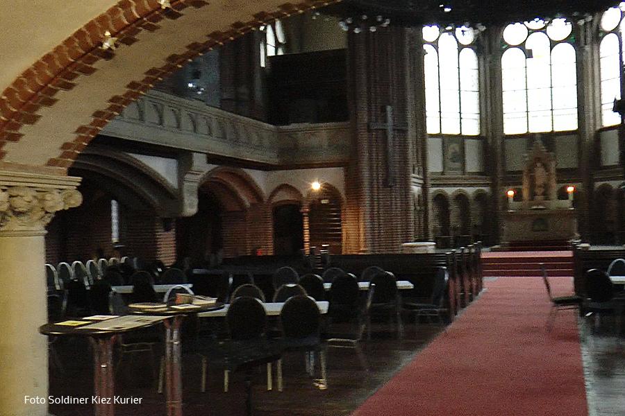 Stephanuskirche Innen.jpg