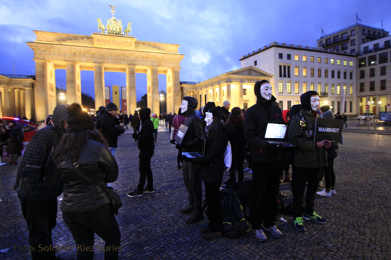 Cube of Truth Brandenburger Tor (3)