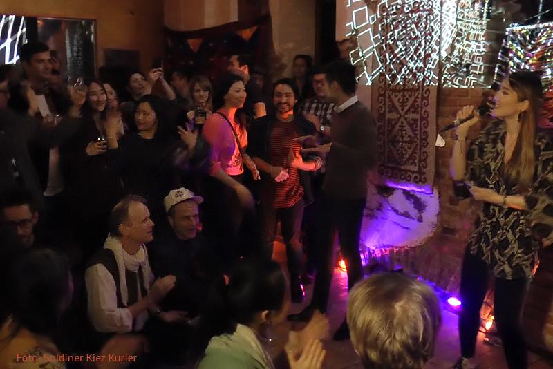 Party mit der Sängerin Lora Ute aus Kasachstan
