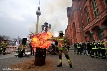 berlin brennt feuertonne.jpg