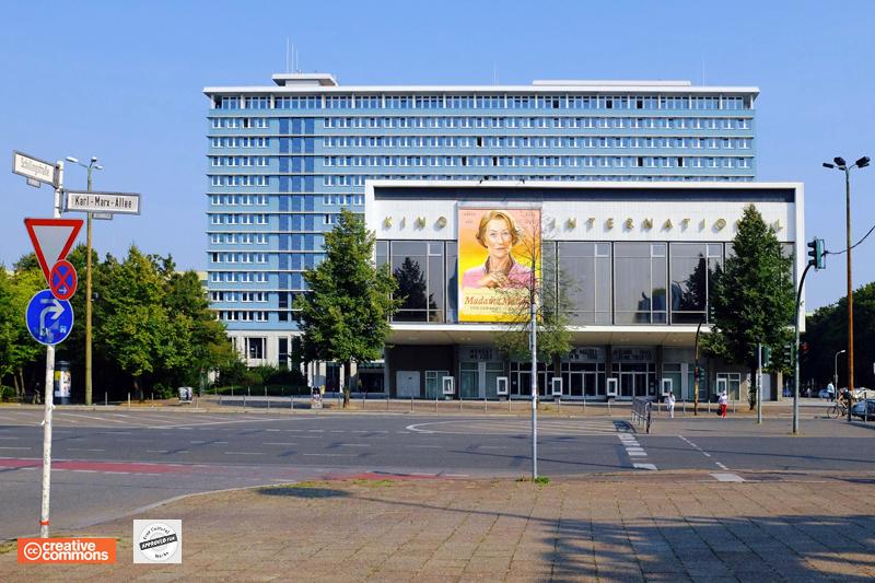 Rathaus Mitte Karl Marx Strasse.jpg