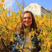 Mascha Malburg spricht über den Medienhof und lädt zum Sommerfest ein