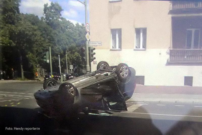 polizei einsatzfahrzeug rammt PKW drontheimer provinzstr soldiner (1).jpg