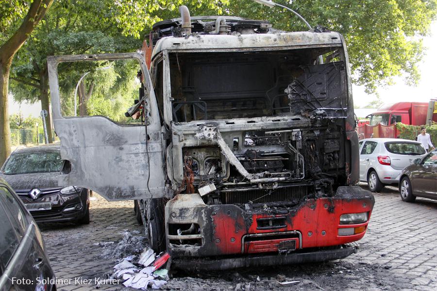 Fäkalien Pumpfahrzeug brannte Koloniestrasse (2)