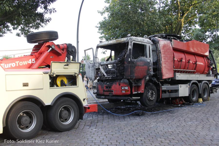 Fäkalien Pumpfahrzeug brannte Koloniestrasse (4).jpg