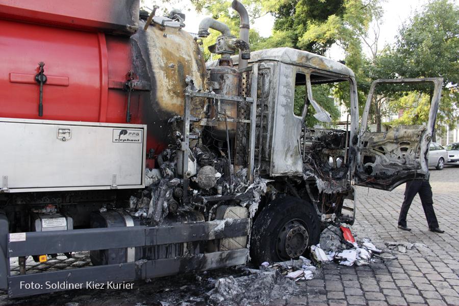 Fäkalien Pumpfahrzeug brannte Koloniestrasse (5)