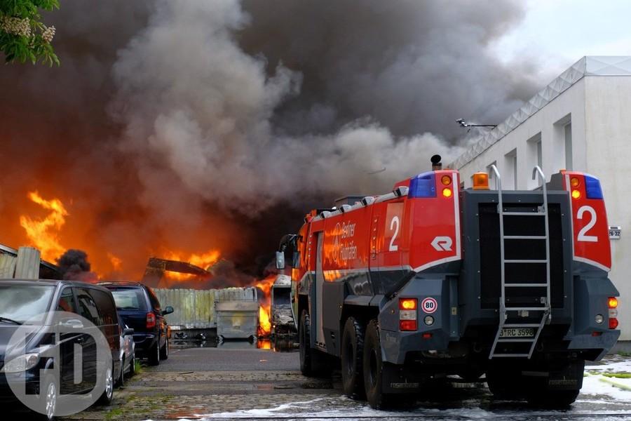 feuerwehrfoto Brand lagerhallen tegel.jpg