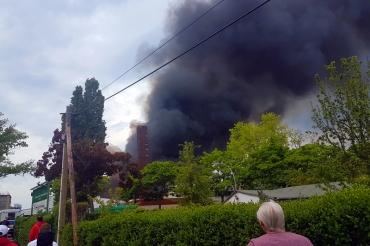 Lagerhallen in tegel brannten (1)