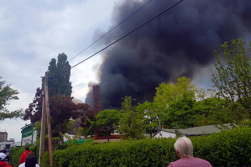 Lagerhallen in tegel brannten (1).jpg