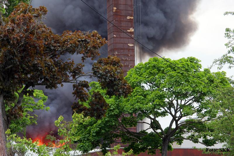 Lagerhallen in tegel brannten (3).jpg