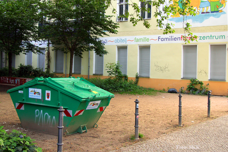 Müllcontainer Familienzentrum