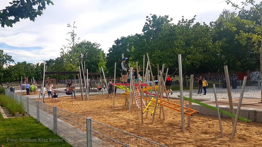 Spieplatz Mauerpark Berlin (2)