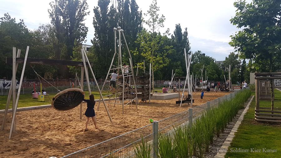 Spieplatz Mauerpark Berlin (3)