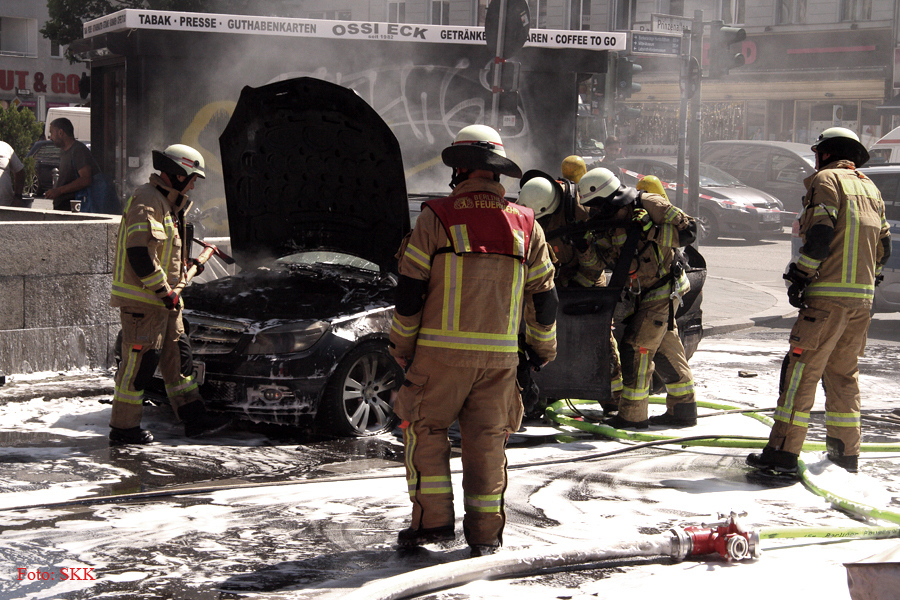 u bahnhof pankstraße auto brennt (5)
