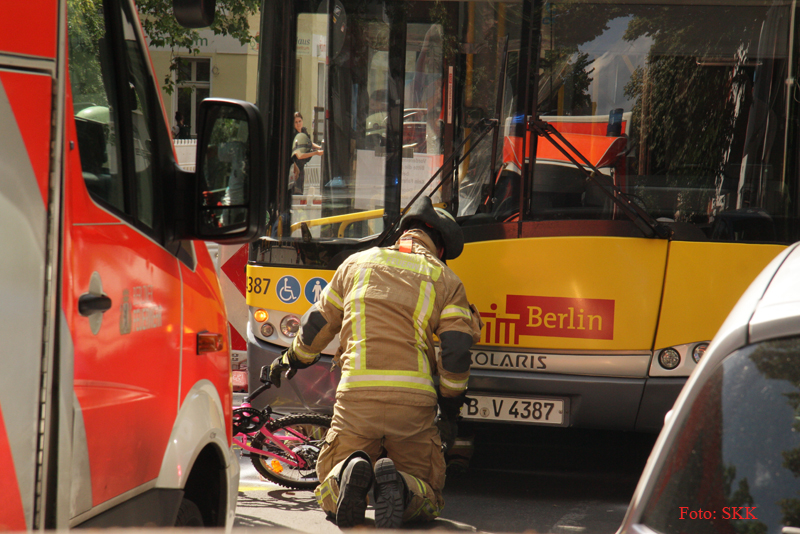Unfall Kind BVG Bus Soldiner str (6)